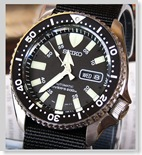 779dial 007case thumbSeiko SKX007J Divers 200m review